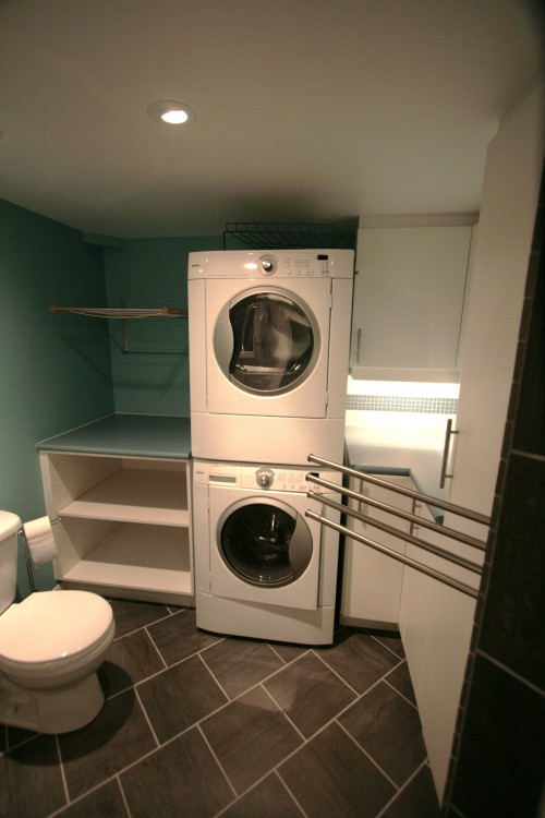buanderie moderne laundry room with full bath architecture. Black Bedroom Furniture Sets. Home Design Ideas