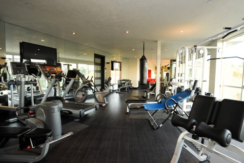 salle de sport moderne gym architecture. Black Bedroom Furniture Sets. Home Design Ideas