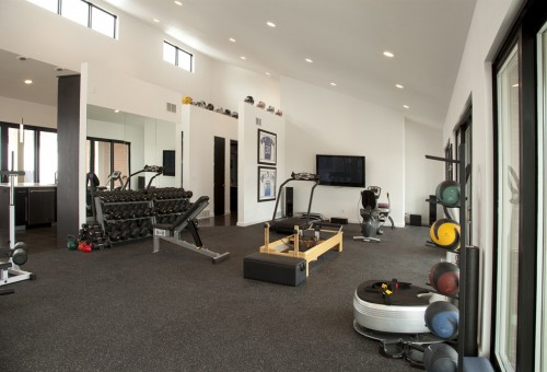 salle de sport moderne pool house work out facility architecture. Black Bedroom Furniture Sets. Home Design Ideas