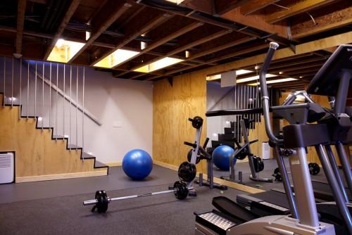 salle de sport moderne port washington residence architecture. Black Bedroom Furniture Sets. Home Design Ideas